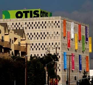 Otis College Of Art Design Scholarship Benefit Fashion Show
