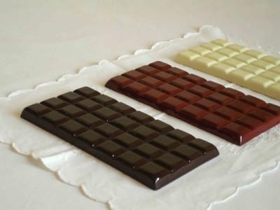 Le chocolat -2003 - (dessous de plat), céramique, 10x20cm