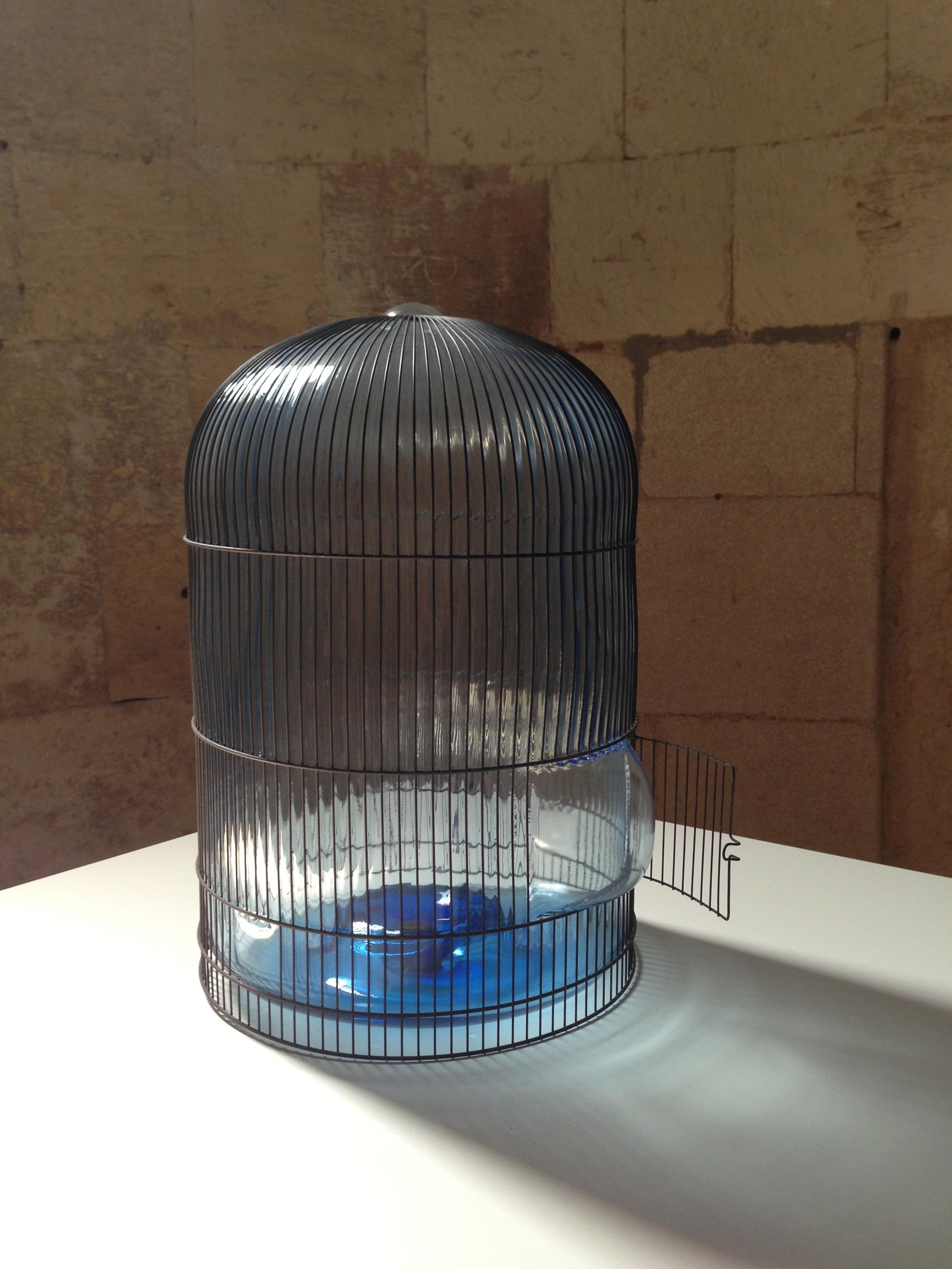"""""""For Birds"""" verre soufflé et cage de métal de Jean-Luc Moulène 2012"""