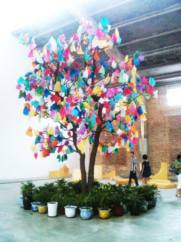Plastic-Tree-8-by-Pascal-Marthine-Tayou