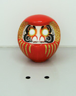 Tanaka Iichiro Drop-eyed DARUMA 2002 dimention variable mixed media Courtesy: Yuka Sasahara Gallery