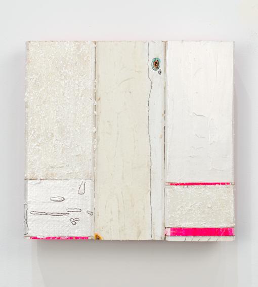 Pink Slice Slivers, 2015, Acrylique, émail, laque, marqueur et encre sur bois, 25 x 26,5 x 6 cm - courtesy the artist